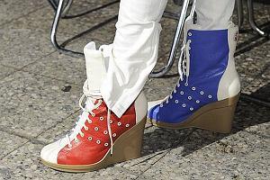 Kto założył te oryginalne buty?