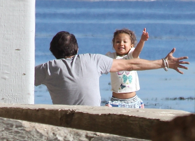 Halle Berry, daughter Nahla and Olivier Martinez enjoying New Years Day on the beaches of Malibu. January 1, 2012 X17online.com *** Local Caption ***  Halle Berry and Olivier Martinez