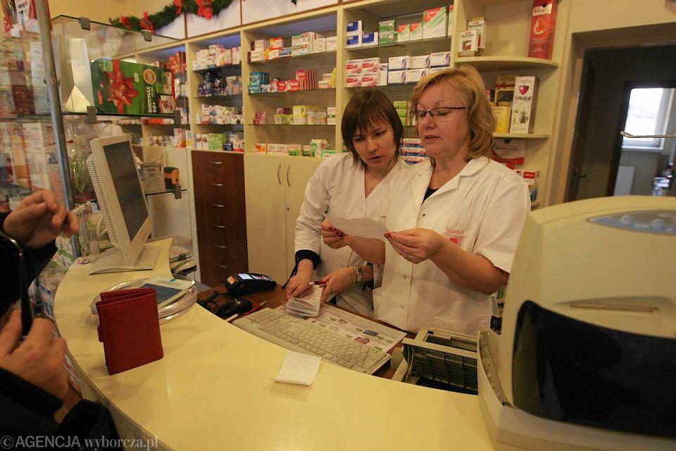 Czy aptekarze protestem zmuszą rząd do przyjęcia swoich postulatów? Na zdjęciu: apteka w Kielcach, 2 stycznia 2012 r.