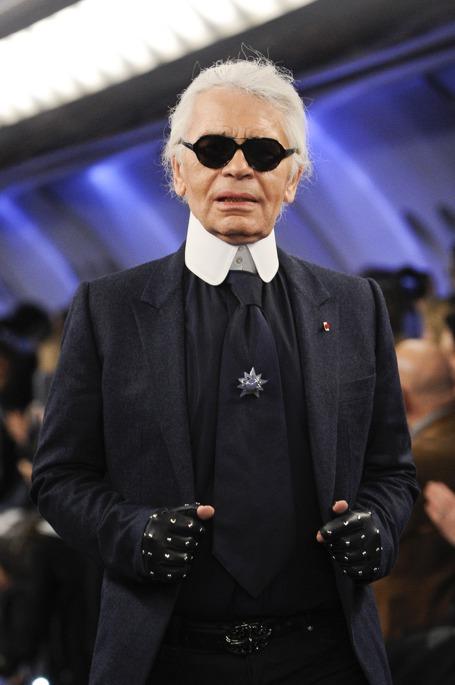Karl Lagerfeld po pokazie Chanel haute couture wiosna lato 2012 - powoli traci szczupłą sylwetkę?