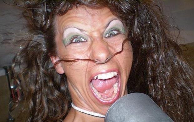 Michał Szpak chyba jednak od zawsze miał słabość do kolorowych cieni i błyszczyków... Zobaczcie zdjęcia Michała zanim wziął udział w programie X Factor i stał się znany. Fotki wokalista zamieścił na swoim profilu na portalu nk.pl