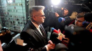 Krzysztof Rutkowski wychodzi z prokuratury okręgowej