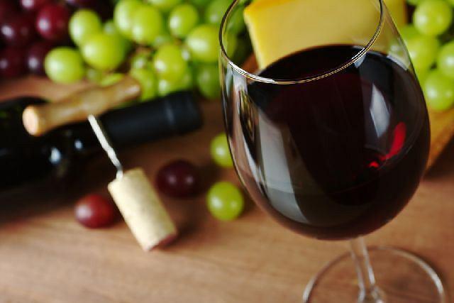 Liderem sprzedaży wina pozostaje Ambra z udziałem szacowanym na 22 proc., natomiast udział dyskontów wynosi około 9,5 proc. i stale rośnie.