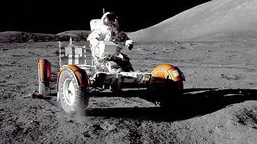 Eugene Cernan z misji Apollo 17 przywiózł nam  kawałek Srebrnego Globu