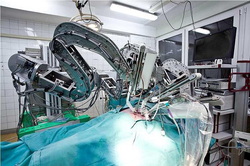 Robot RobInHeart MC2 podczas operacji