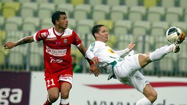Piłkarze Lechii (białe stroje) już po najbliższej kolejce mogą zapewnić sobie utrzymanie w ekstraklasie