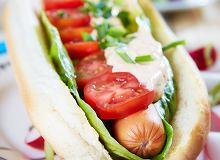 Domowe hot dogi z sosem z suszonych pomidorów - ugotuj