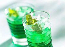 Bezalkoholowy long drink miętowy - ugotuj