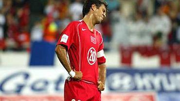 Rozczarowany Hakan Sukur z reprezentacji Turcji po remisie z Danią 2:2.