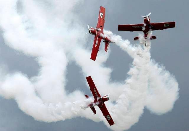 Air Show w Radomiu, 1 września 2007 r  Pokaz akrobatyczny grupy Żelazny, Kilka chwil później doszło do tragedii