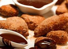Orzechowe pączki z czekoladowym sosem - ugotuj
