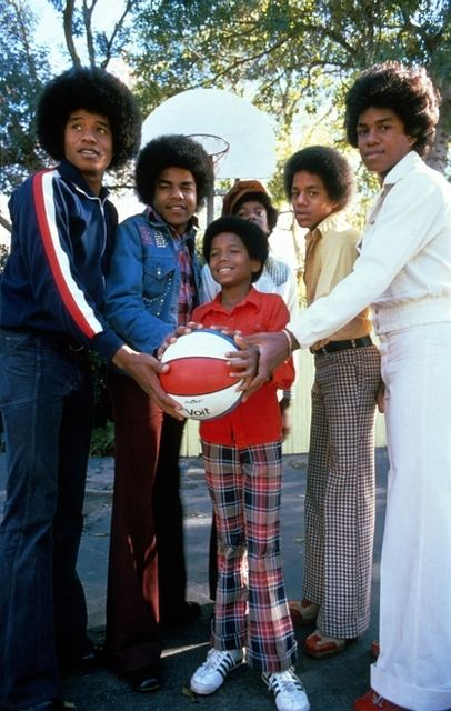 The Jackson 5 na samym początku kariery. Grupę wylansowała wielka gwiazda muzyki disco - Diana Ross. Debiutancki album zespołu