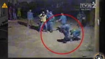 Kadr z filmu, na którym zarejestrowano zajście, pokazanego w ''Tomasz Lis na żywo'' w TVP