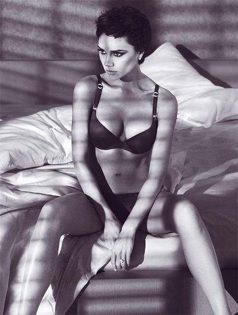 Victoria Beckham wygląda olśniewająco i seksownie na najnowszych zdjęciach. Kampania reklamowa Emporio Armani ruszy wiosną