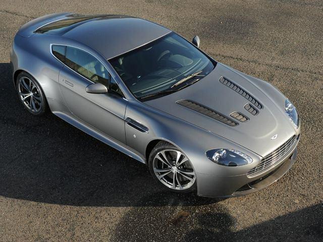 Bazuje na słabszym modelu V8 Vantage. Nowy, większy silnik jest cięższy o 100kg, jednak dzięki kilku zabiegom