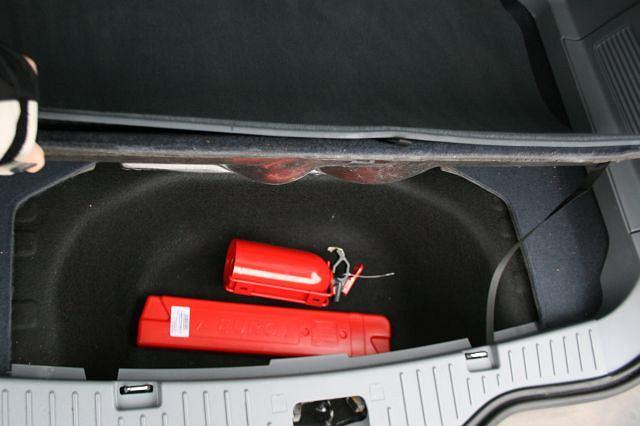 Pod podłogą bagażnika umieszczono mały schowek, w którym zmieści się m.in. gaśnica i trójkąt ostrzegawczy