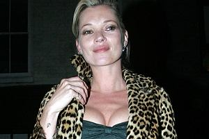 Kate Moss mogła z wiekiem spokornieć, ale w jej przypadku to niemożliwe. Modelka wybrała się imprezkę. Dla porównania można zobaczyć jej zdjęcia przed wejściem do klubu i po wyjściu z niego. Widać różnicę.