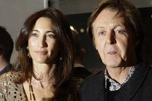 Na początku udawali, że niby nic pomiędzy nimi nie jest, ale teraz nie mają skrupułów. Gdzie Paul McCartney, tam i Nancy Shevell. Nawet do siebie pasują.
