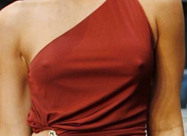 Megan Fox wie, jak działa na facetów, więc założymy się, że specjalnie nie założyła bielizny pod sukienkę. Na berlińskiej premierze