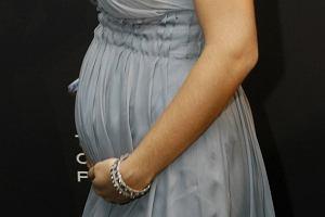 Adriana Lima pojawiła się na imprezie Louis Vuitton w Muzeum Historii Naturalnej i z dumą prezentowała swój zaokrąglający się brzuszek. Zastanawiamy się, czy w ciąży modelka będzie wyglądała jeszcze lepiej niż w normalnym stanie? Czy to w ogóle możliwe?