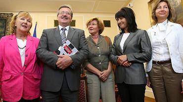 Od lewej: Bożena Wawrzewska, marszałek Sejmu Bronisław Komorowski, prof. Magdalena Środa, Beata Stelmach i Anna Karaszewska