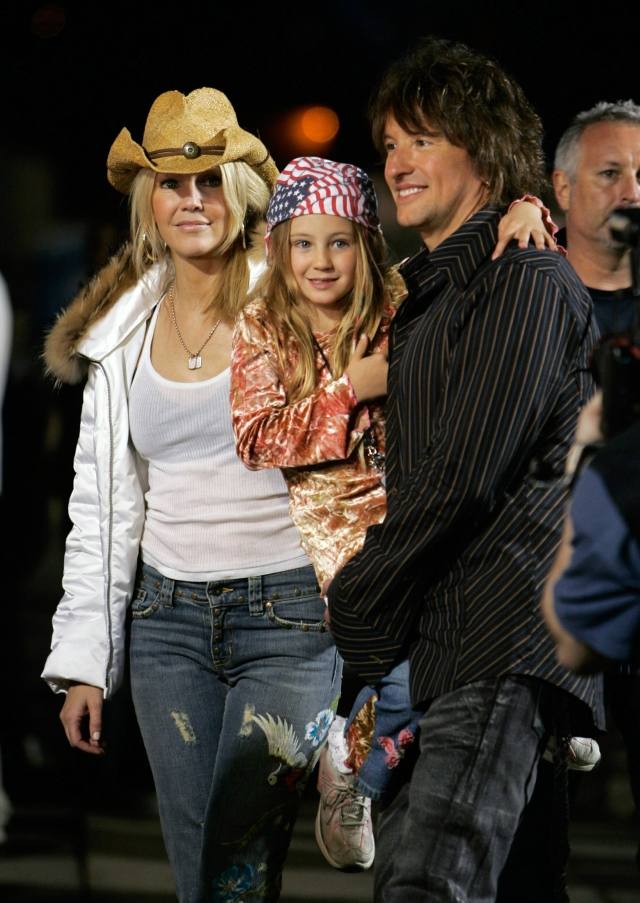 U.S. actress Heather Locklear (L) and musician Richie Sambora arrive with their daughter Ava Elizabeth at the Rockin' the Corps concert at US Marine Corps Camp Pendelton in Oceanside, California April 1, 2005. More than 40,000 marines and their families attended the concert which was held as a thank you to US Marines who served in the war in Iraq and Afghanistan. Both Locklear and Sambora performed during the event. REUTERS/Fred Greaves