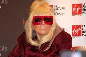 Ma skłonności do przesady i uwielbia kicz. Tym razem jednak strój Lady GaGi bardzo nam się podoba. Stylizacja na lata 60. przypomina nam bardzo pierwszy film o przygodach Austina Powersa. A jak tym razem wygląda GaGa według was?