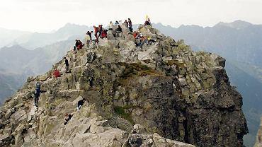 Polski wierzchołek Rysów (2499 m) widziany ze słowackiego, wyższego o cztery metry