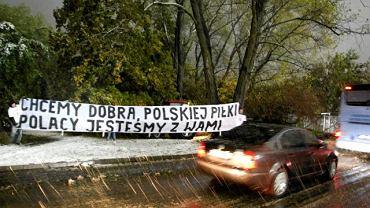 Transparent w drodze na mecz Polska - Słowacja
