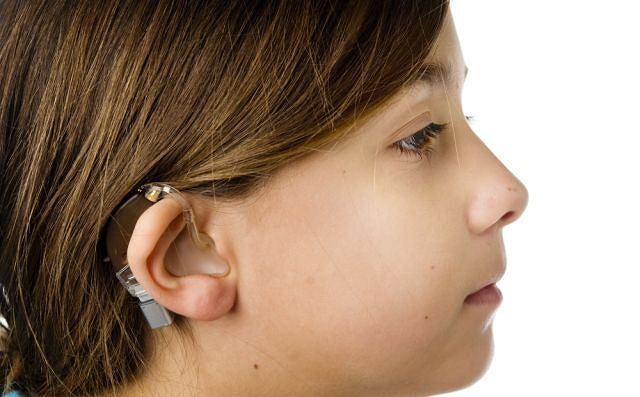 Minimalny nawet ubytek słuchu jest podstawą, aby udać się do specjalisty.