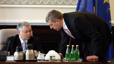 Premier Jarosław Kaczyński rozmawia z wicepremierem Romanem Giertychem