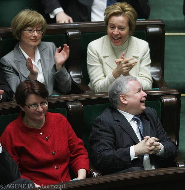 Jarosław Kaczyński i posłanki PiS