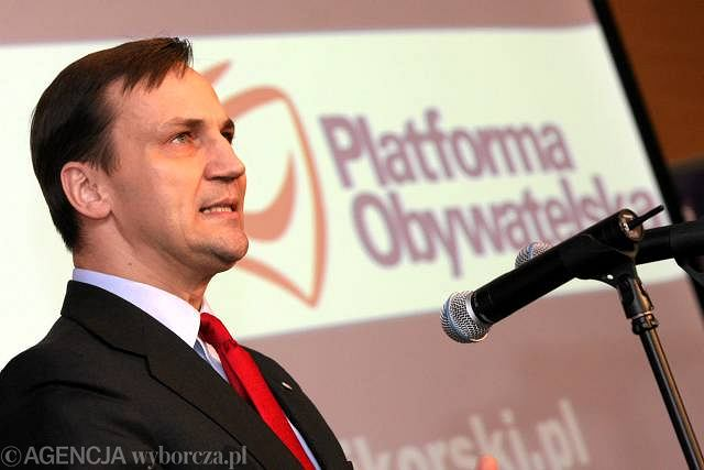 Radosław Sikorski zaczął swoją prawyborczą kampanię w Bygdoszczy. Ostro zaatakował tu prezydenta Lecha Kaczyńskiego.