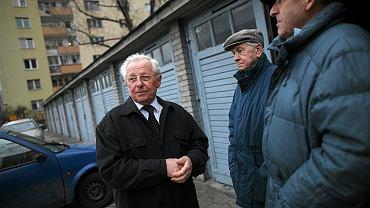 Właściciele garaży przy ul. Anielewicza (od lewej): Stanisław Krysztofiak, Benedykt Wesołowski, Jerzy Pasikowski