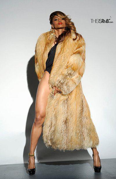 Ciara w futrze.