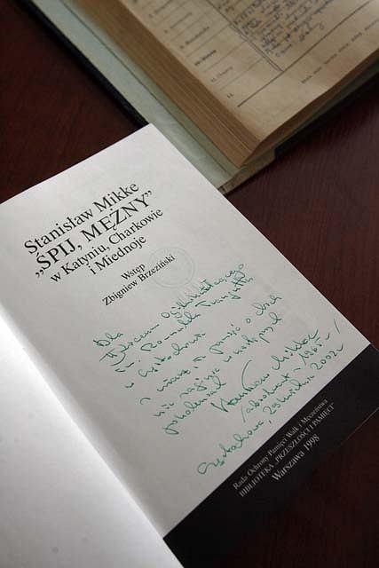 Stanisław Mikke był absolwentem LO im. Traugutta. W zbiorach szkoły jest m.in. książka napisana przez adwokata z jego dedykacją