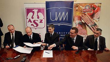 Umowę na wczorajszej konferencji podpisali (od lewej) Mariusz Szyszko, Szczepan Figiel, Piotr Kulikowski, Władysław Kordan, Tomasz Jankowski