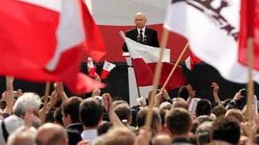 Jarosław Kaczyński podczas konwencji wyborczej PiS na pl. Teatralnym w Warszawie, 22 maja 2010