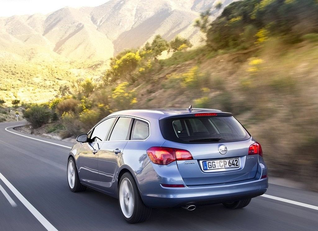 Opel Astra Sports Tourer 2010