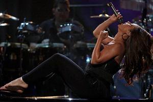 Plotki na temat ciąży Alici Keys pojawiły się pod koniec maja. Podczas występu na rozdaniu nagród BET było widać u piosenkarki zaokrąglony brzuszek.