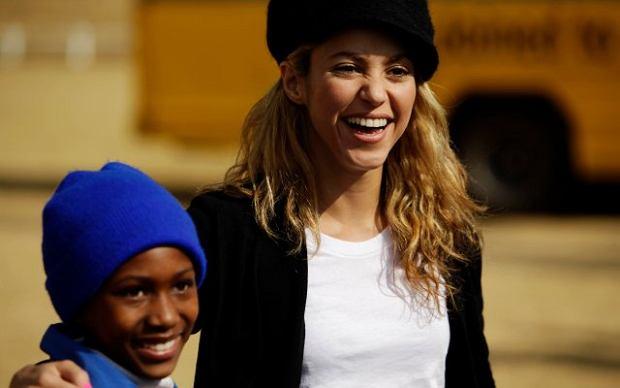 Shakira nie tylko śpiewa mundialową piosenkę. Kolumbijka aktywnie włączyła się w pomoc krajom afrykańskim.