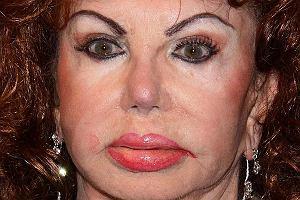 Poznajcie Jackie Stallone - mamę Sylvestra Stallone'a. Jackie pojawiła się na jednej z hollywoodzkich imprez i wzbudziła niemałe zamieszanie.