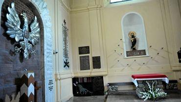Podjęto decyzję: krzyż spod Pałacu Prezydenckiego będzie przeniesiony 3. sierpnia. Ksiądz rektor Jacek Siekierski z kościoła św. Anny ogłasza, że ma znaleźć miejsce w kaplicy loretańskiej.