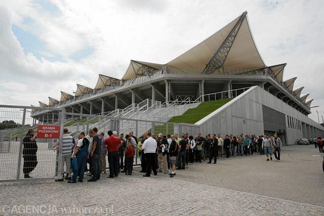 Kolejka przed nowym stadionem Legii.