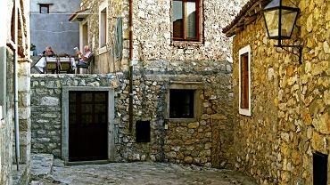 Czarnogóra. Ulcinj Stare miasto - twierdza położona na wysokiej skarpie - mieni się kolorowo w promieniach zachodzącego słońca.