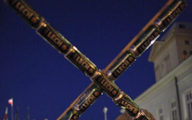 Krzyż z puszek po piwie
