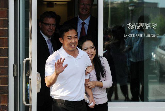 Koua Fong Lee z żoną po ogłoszeniu wyroku