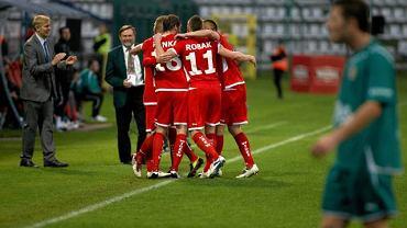 Piłkarze Widzewa cieszą się po wygranej ze Śląskiem Wrocław