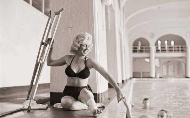Co jakiś czas ktoś odkrywa nieznane zdjęcia najsłynniejszej hollywoodzkiej gwiazdy. Oto kolejna ich porcja... Zobaczcie Marilyn w zupełnie nietypowych sytuacjach.