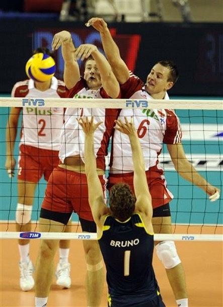 Piotr Nowakowski, Bartosz Kurek i Bruno Rezende w meczu Polski z Brazylią